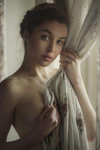 30 Завораживающих Фоток полуобнажённых женщин